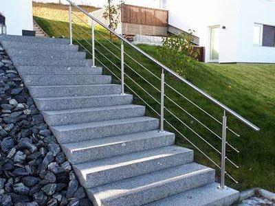 rustfritt-rekkverk-i-trapp